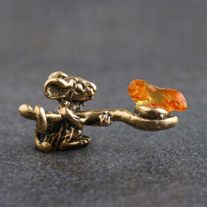 """Сувенир кошельковый  """"Мышка с полной ложкой"""", с натуральным янтарём"""