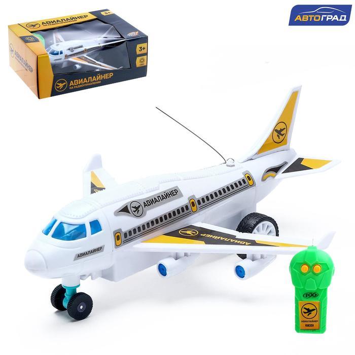 Самолет радиоуправляемый Лайнер, световые эффекты, работает от батареек, МИКС
