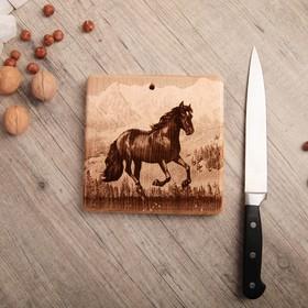 Доска из массива кедра «Лошадь», квадратная, 18 × 18 см