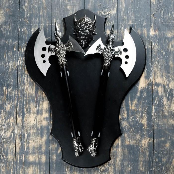 Сувенирное оружие Топоры на планшете с демоном, 45х57 см