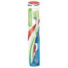Зубная щётка Aquafresh In-between Clean, средняя жёсткость