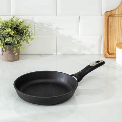 Сковорода чугунная 22 см, h=4 см, бакелитовая ручка - Фото 1