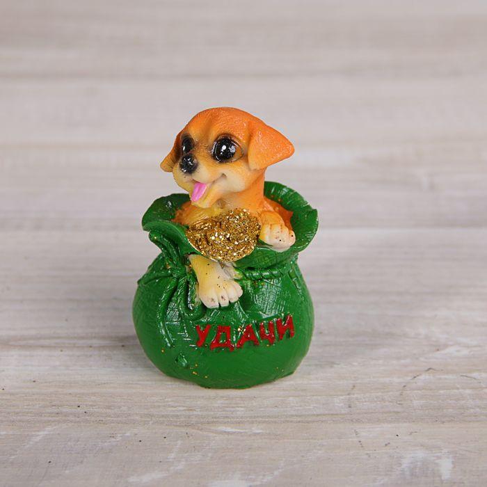 Сувенир полистоун Пёсик в мешкелодочке с золотыми монетами МИКС 6,3х5х3,5 см