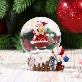 Сувенир полистоун водяной шар 'Дед Мороз с трубой, снеговиком и скворечником' 6,5х4,5х4,5см Ош
