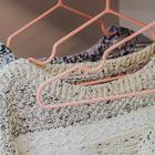 Вешалка-плечики для одежды детская с антискользящим покрытием, размер 30-34, цвет нежно-розовый - Фото 3