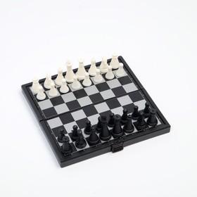 Игра настольная магнитная 'Шахматы', пластик, чёрно-белые, 13х13 см Ош