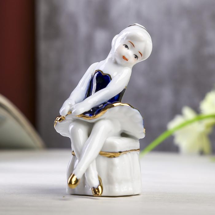Сувенир Балеринка на пуфе кобальт 8х5х5 см