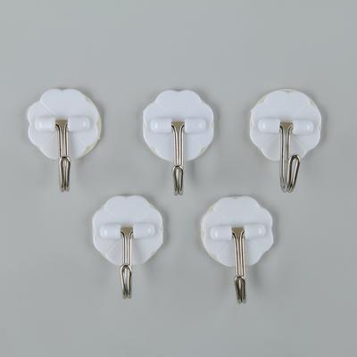 Набор крючков на липучке «Клевер», 5 шт, цвет белый