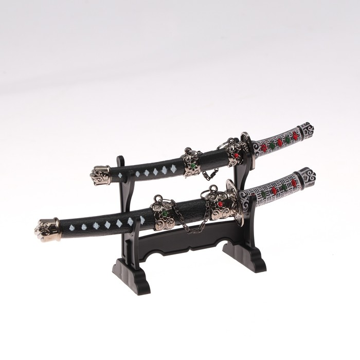 Сув. изделие катаны-мини 2в1 на подставке, ножны черные с белыми ромбами 1620см микс