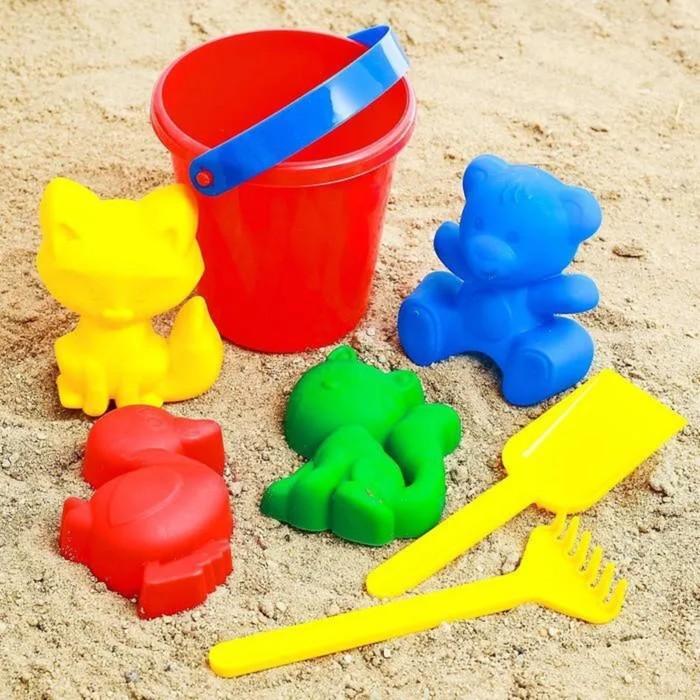 Набор  для игры в песке №1  ( Ведёрко + 4 формочки ,грабельки,лопатка)