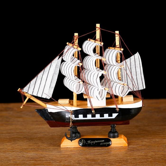 Корабль сувенирный малый Фараон, борты чёрные, каюты, 3 мачты, белые паруса в полоску