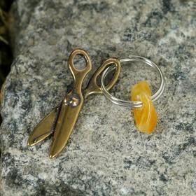 Брелок-талисман 'Ножницы', натуральный янтарь Ош
