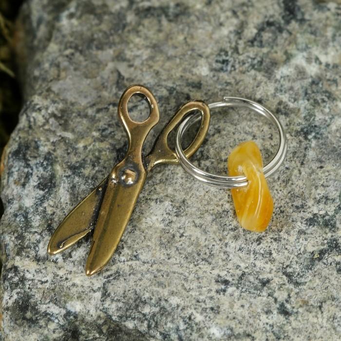 Брелок-талисман Ножницы, натуральный янтарь