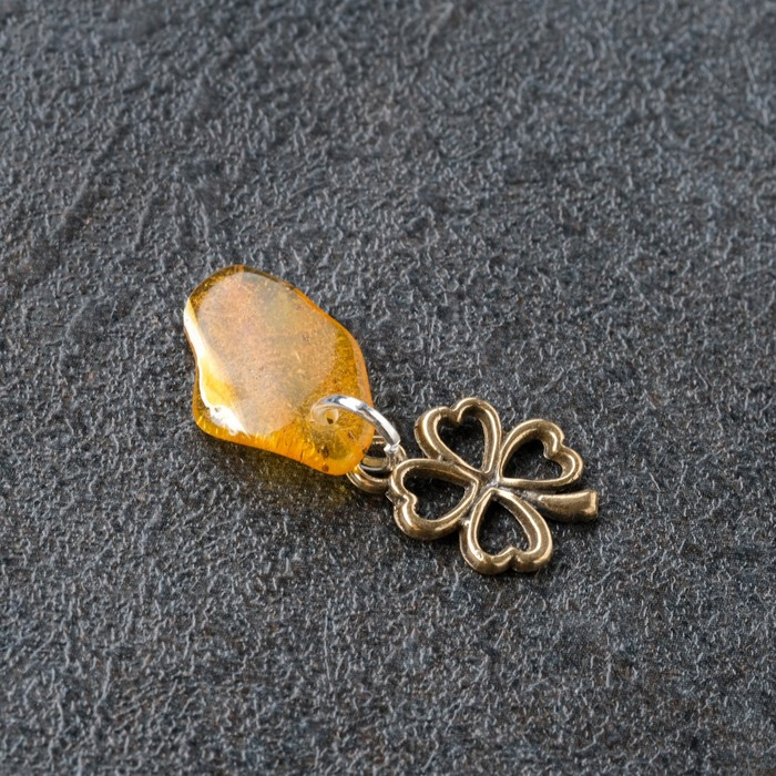 Брелок-талисман Клевер, натуральный янтарь