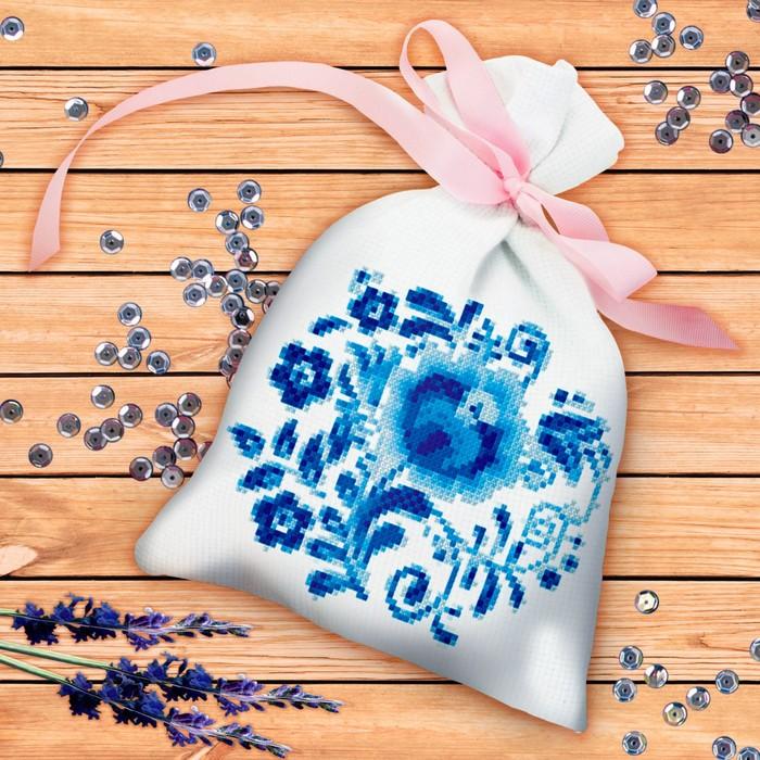 Вышивка крестиком на мешочке «Сине-белые узоры». Набор для творчества