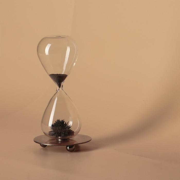 """Часы песочные """"На вес золота"""", магнитный песок, 8х16 см"""