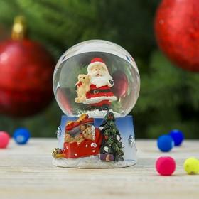 Сувенир полистоун водяной шар 'Дед Мороз с мишкой' 6,5х5х4,5 см Ош