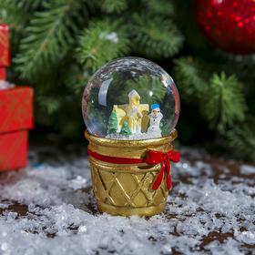 Сувенир полистоун водяной шар 'Снеговик и пряничный домик в стаканчике' d=4,5 см Ош