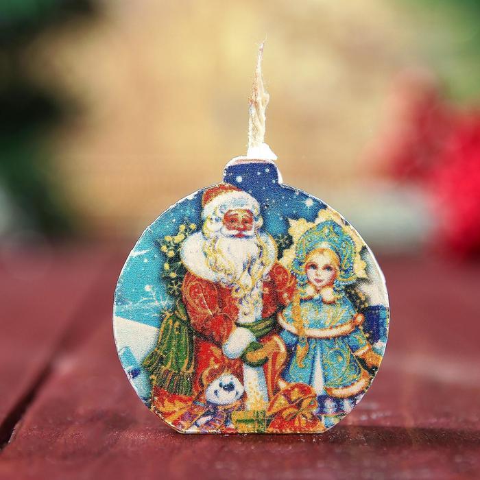 Свеча-медальон Дед Мороз и Снегурочка 4х4см