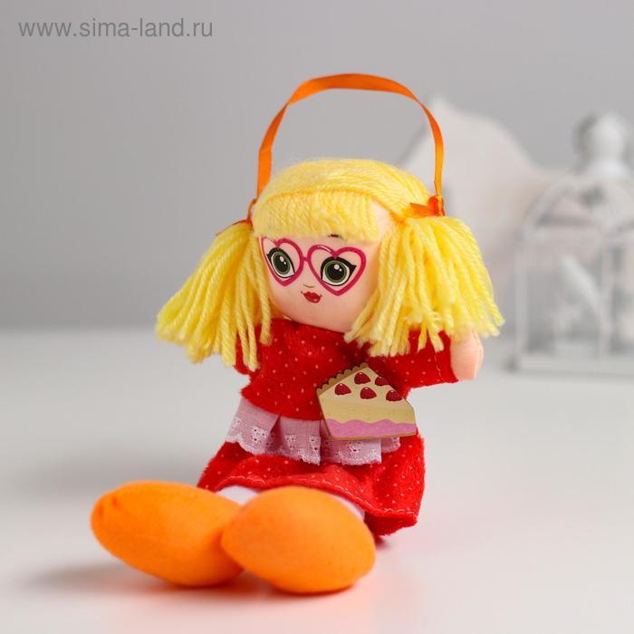 Кукла «Саша» с брошкой 21 см
