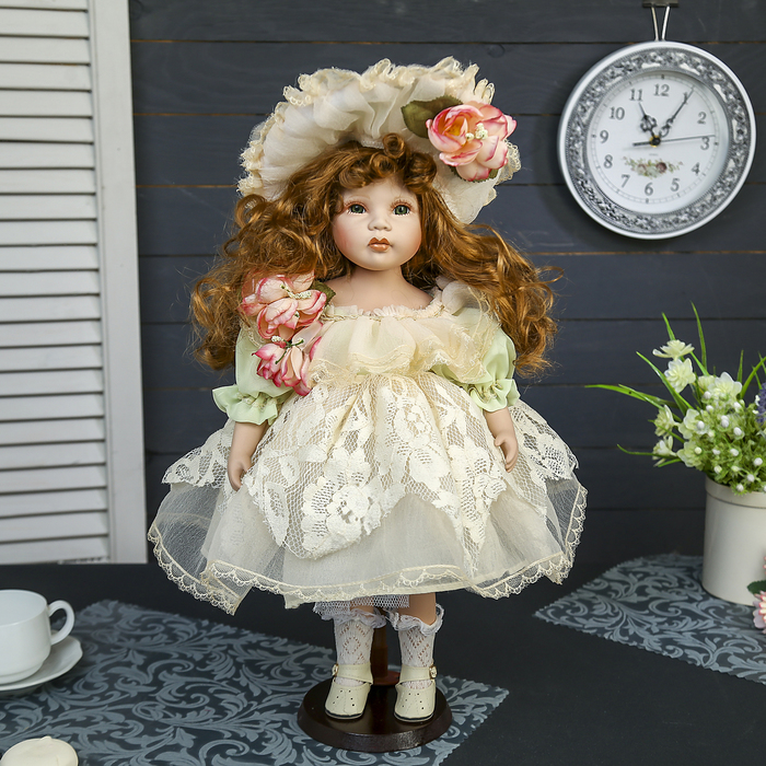 """Кукла коллекционная керамика """"Малышка Варя в платье с кружевом и шляпке"""" 45 см"""