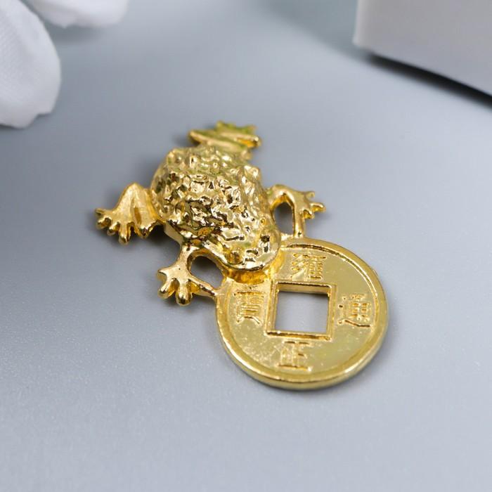 Сувенир металл Денежная жаба с монетой золото 2,6х1,5 см