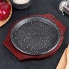 Сковорода «Круг.Мрамор», d=22 см, на деревянной подставке - Фото 2