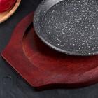 Сковорода «Круг.Мрамор», d=22 см, на деревянной подставке - Фото 3
