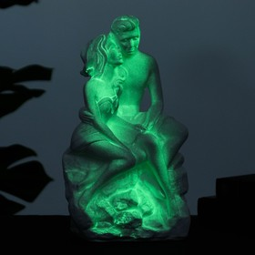Светящаяся фигура 'Влюбленные на камне' 13х17х31см Ош