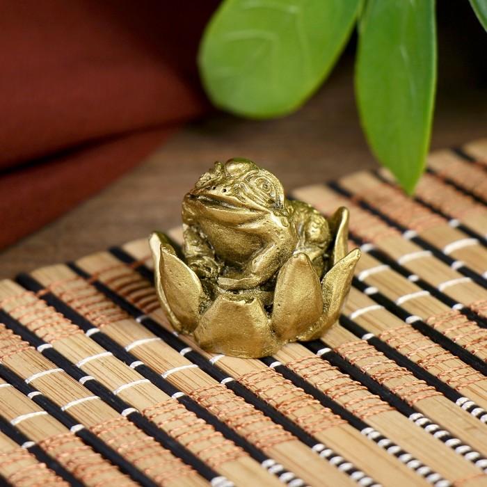 Нэцке полистоун бронза Маленькая жаба в лотосе 2,5х2,5х2,5 см