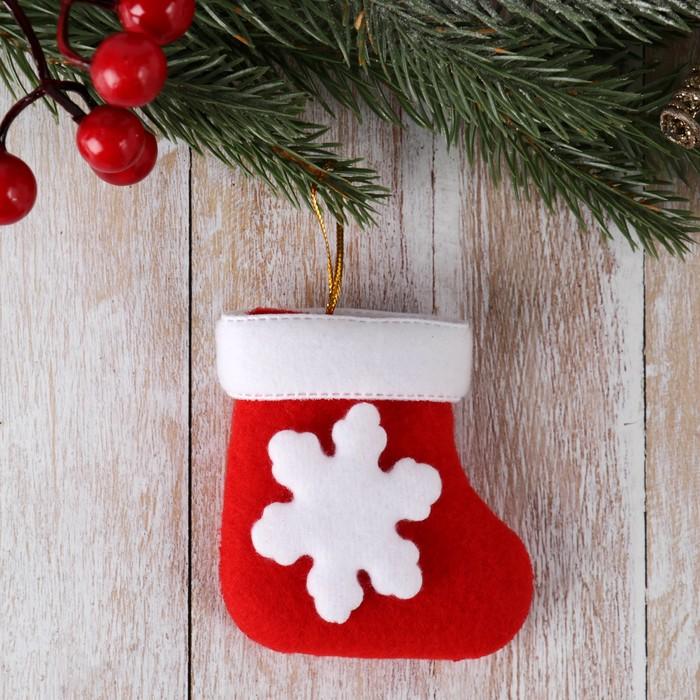 Мягкая подвеска Носок - белая снежинка 86 см красный