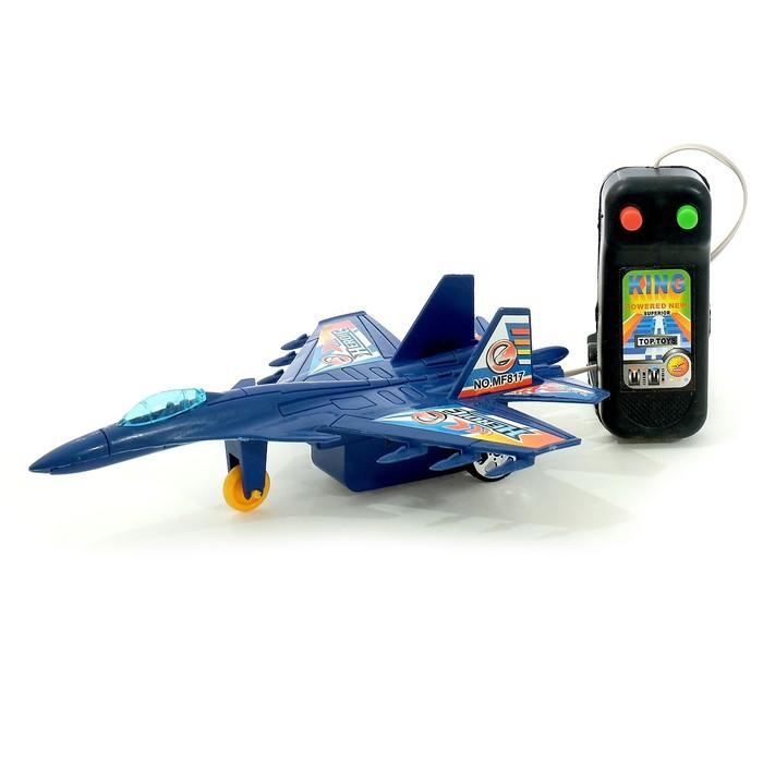 Самолёт «Истребитель» на дистанционном управлении, работает от батареек, цвета МИКС, в пакете