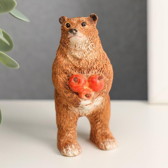 Сувенир полистоун миниатюра Мишка с яблоками 7х3,5х3 см
