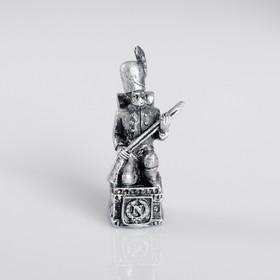 Сувенир полистоун 'Французский солдат', серебряный Ош