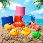 Резиновые игрушки и ведёрко. Набор для купания и игры в песке. Цвет МИКС