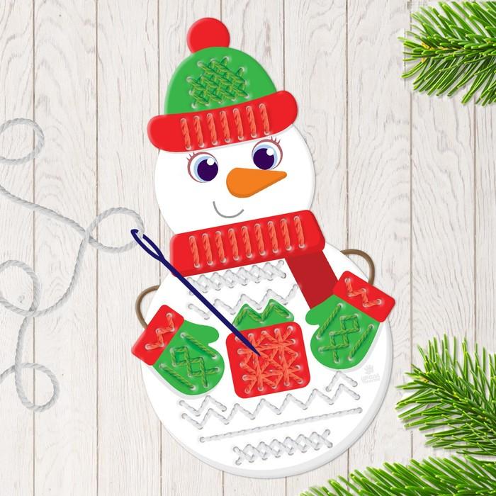 Вышивка пряжей «Снеговик» на картоне с пластиковой иглой