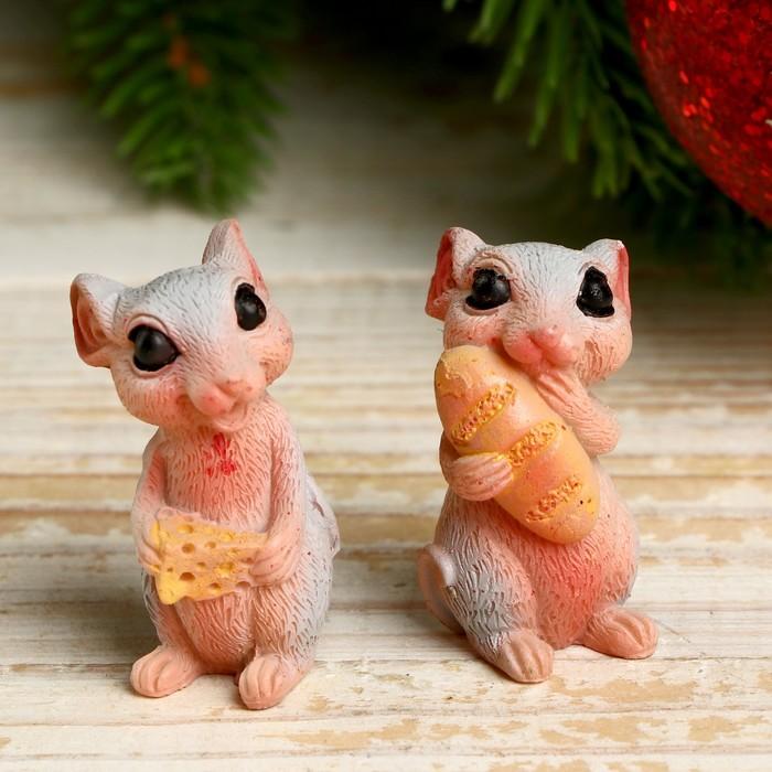 Сувенир полистоун Серая мышка Фиса с запасами МИКС 4х2х2 см