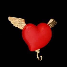 """Вешалка """"Сердце с крыльями"""" красная"""