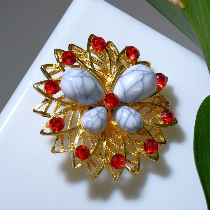 """Брошь """"Бабочка"""" на цветке, цвет бело-красный в золоте"""