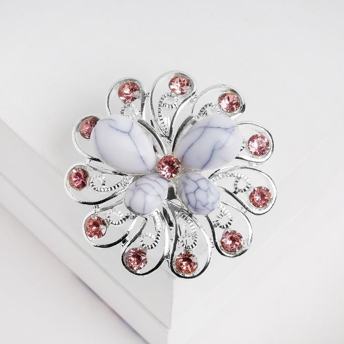 """Брошь """"Бабочка"""" на цветке, цвет бело-розовый в серебре"""