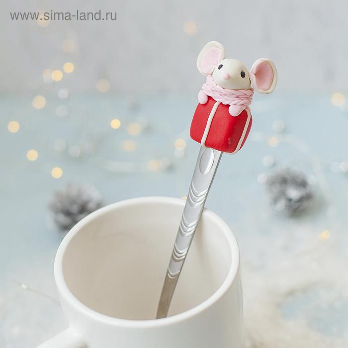 """Ложка для декора полимерной глиной """"Мышка с подарком"""""""