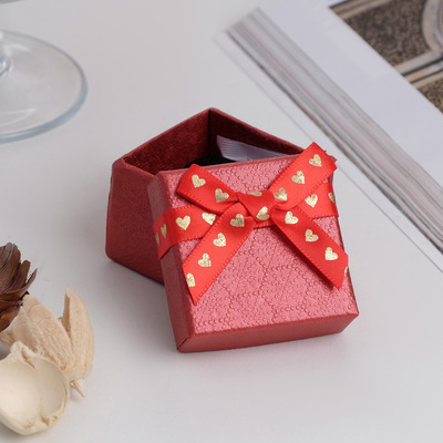 """Коробочка подарочная под кольцо """"Влюбленность"""", 5*5 (размер полезной части 4,5х4,5см), цвет красный"""