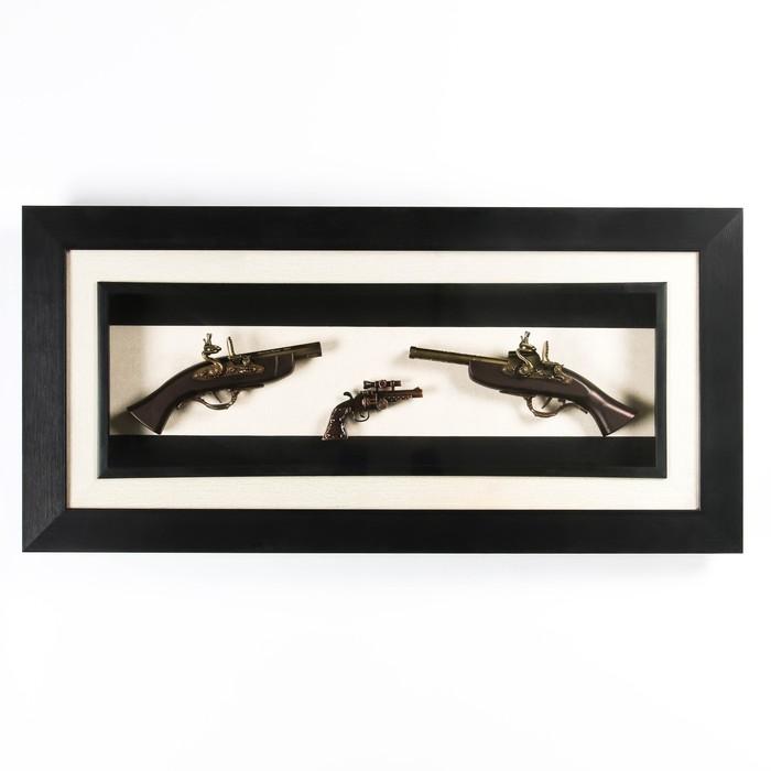 Изделие сувенирное в раме 2 мушкета, револьвер, 98х47 см