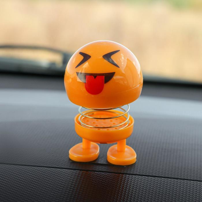 Смайл на пружинке, на панель в авто, язык, желтый