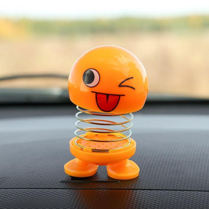 Смайл на пружинке, на панель в авто, подмигивает, желтый