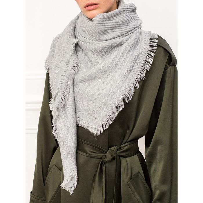 Платок женский 130×135 см, светло-серый