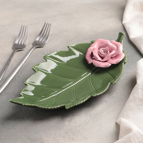 Блюдо сервировочное «Лист с розой», 27×14×4,5 см, цвет зелёно-розовый