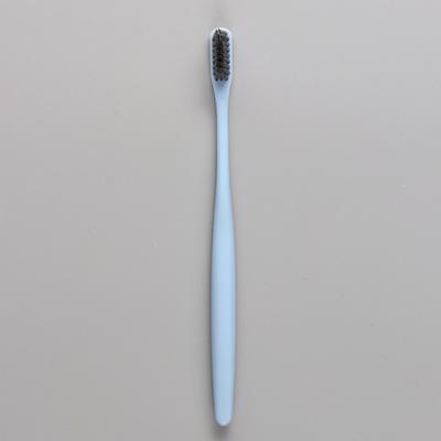 Зубная щетка в японском стиле с бамбуковым углем 17 см с рельефной щетиной - Фото 1