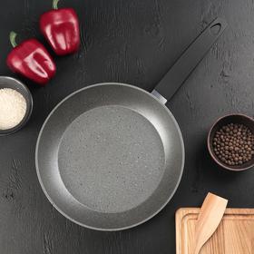 Сковорода кованая Доляна STONETECH grey, d=26 см, с антипригарным покрытием, ручка soft-touch, индукционное дно