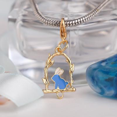 """Шарм """"Кролик"""", цвет бело-синий в золоте"""